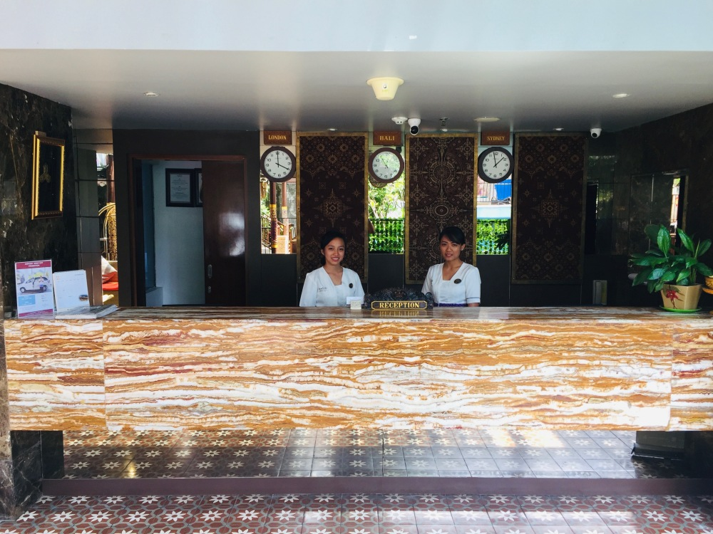 Reception Desk Hotel Seminyak Horison